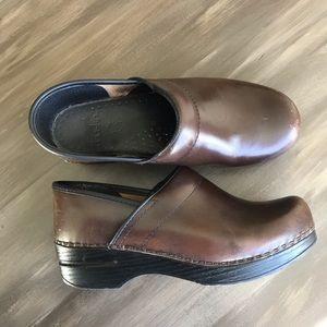 DANSKO••brown leather clogs